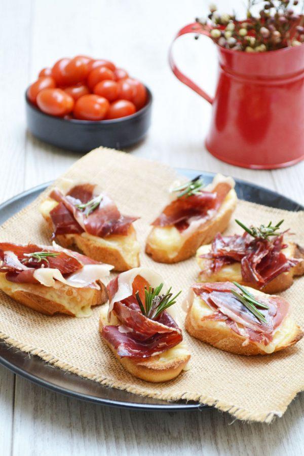 Crostinis de jambon fumé et raclette