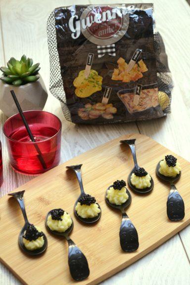 Cuillères d'émulsion de pommes de terre au caviar