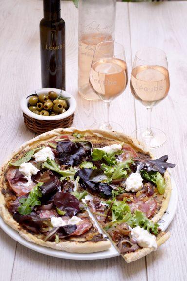 Pizza caviar d'aubergines accord met/vin avec le rosé Secret de Léoube